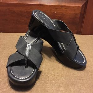 Donald J. Pliner Black  Wedge Flip Flops Sz 7